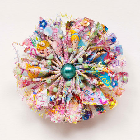Zijdelings The Flower Brooch